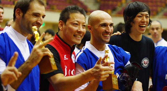 第34回世界大会 団体戦打突競技 優勝と準優勝日本